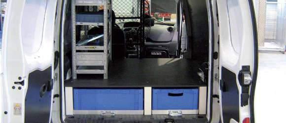Aménagement intérieur de fourgon / utilitaire avec coffre de rangement