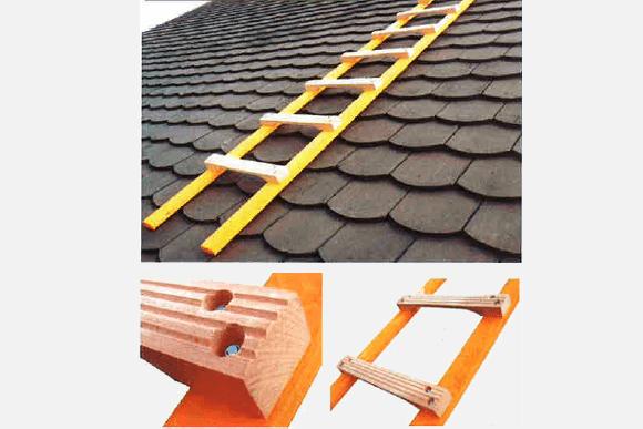 Echelle de toit en bois pour couvreur