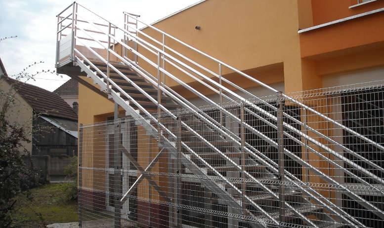 Escalier extérieur en aluminium sur mesure avec garde-corps en Alsace