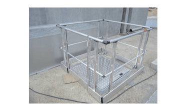 Garde-corps sur mesure avec une trappe étanche